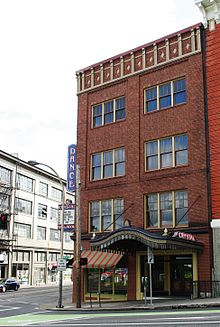 The Crystal Ballroom music venue in Portland, Oregon. One of Smith's performances here in December 2001 drew concern from a reviewer.