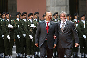 President Calderón and President of Brazil Luiz Inácio Lula da Silva with members of the Mexican Army in the background.