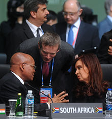Argentinean President Cristina Fernández and South African President Zuma speaking together.