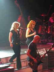 Clarkson and Reba McEntire performing during 2 Worlds 2 Voices Tour
