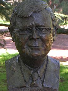 Bronze bust of Kevin Rudd at the Prime Minister's Avenue at the Ballarat Botanical Gardens.