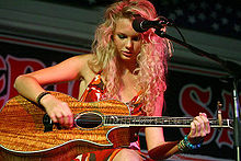 Swift performing at the Maverick Saloon & Grill in Santa Maria, California in 2006